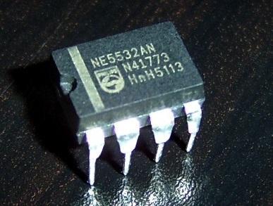 Фотография микросхемы 5532 от Philips